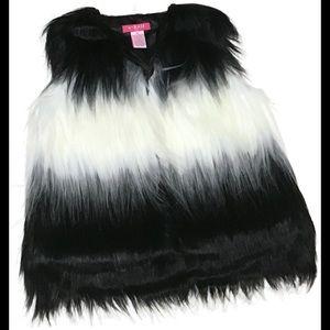 Girls Winter Vest. U-Knit